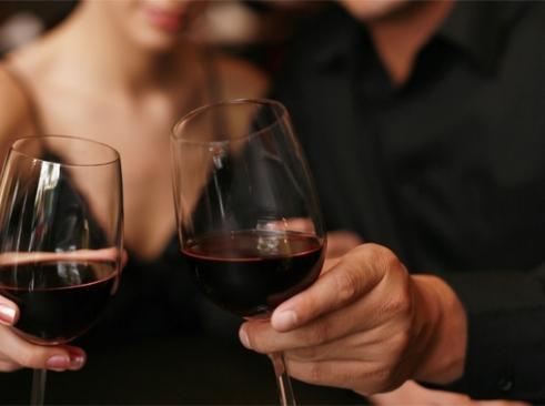 У чому секрет сімейного щастя?Новозеландські психологи переконують, що ті подружні пари, котрі розпивають пляшку вина раз в тиждень, - більше щасливі