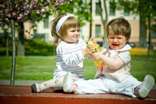 Часто ще змалечку батьки вчать своїх дітей постояти за себе і в потрібній ситуації