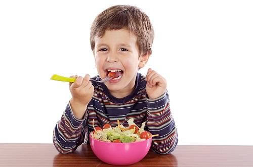 Дитина і вегетаріанство - ці поняття здаються несумісними?Якщо дитина відмовляється їсти м'ясо - це проблема чи норма?А раптом їй не вистачатиме потрі