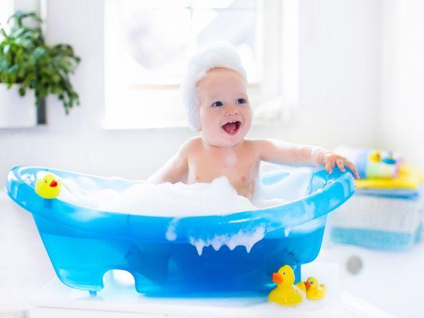 Багато батьків скаржаться з приводу такої проблеми. Причин, через які дитина не любить купатися, може бути багато. Наприклад, дуже часто мами, зосеред