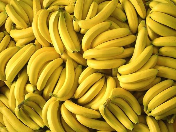 Банани багаті джерелом необхідних для організму речовин, але в них присутні далеко не всі важливі компоненти. Тому вживати в їжу тільки солодкі плоди