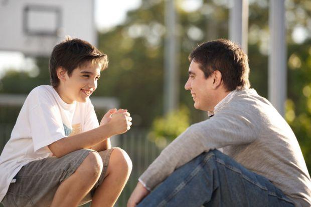 Щоб хлопчик перетворився на справжнього чоловіка, брати участь у його вихованні слід обом батькам, оскільки для дитини дуже важливий особистий приклад