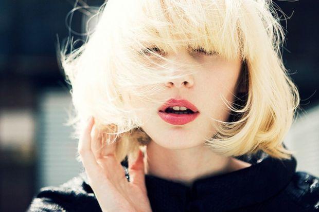 Одна з перших найважливіших проблем багатьох жінок - пухнасте волосся, яке неможливо гарно вкласти. Саме про неї ми і поговоримо.