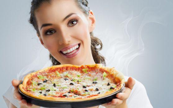 Уже склався стереотип, що італійська піца - дуже шкідлива для фігури, проте, професору дієтології Майку Ліну вдалося створити рецепт піци, яка буде ко