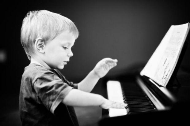 Як стверджують китайські вчені, найрозумніші діти не читають книги - вони грають на фортепіано.