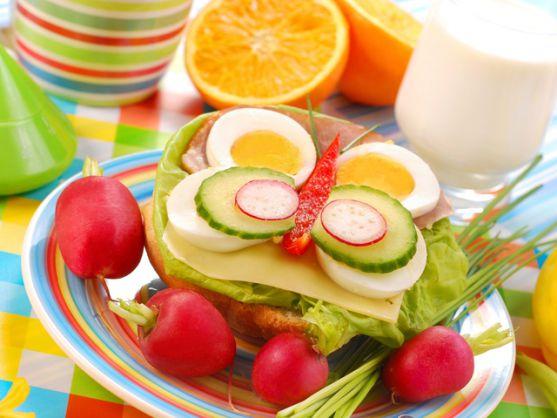У кожної людини свій власний ідеальний сніданок. Вранці особливо важливий прийом вуглеводів. Хороший сніданок, який якісно наситить на першу половину