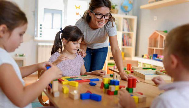Іноді дорослі не можуть знайти спільну мову. Тому ми підготували для вас поради, які допоможуть вихователям налагодити взаємини з батьками. Вихователя