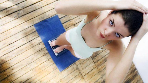 Ви відчуваєте, що набрали кілька зайвих кілграм? Ось як можна швидко привести себе в норму. Позбавляйтеся від жиру, а не від ваги.