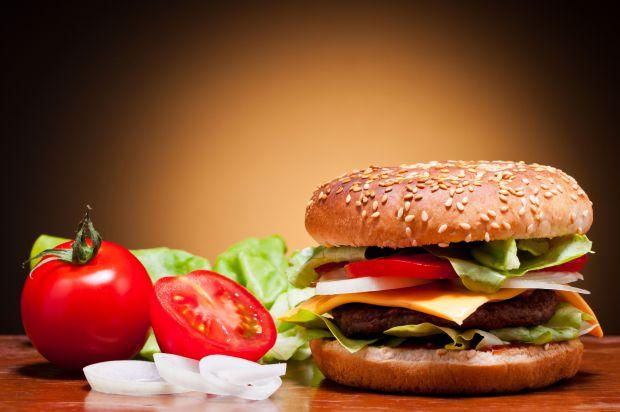 Чому варто обмежувати шкідливу їжу у раціоні малюка?