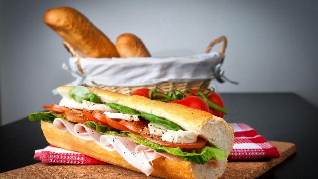 Майже кожна страва фаст-фуду містить продукти, які несумісні між собою. У більшості випадків продукти, які там використовуються, мають дуже низьку які