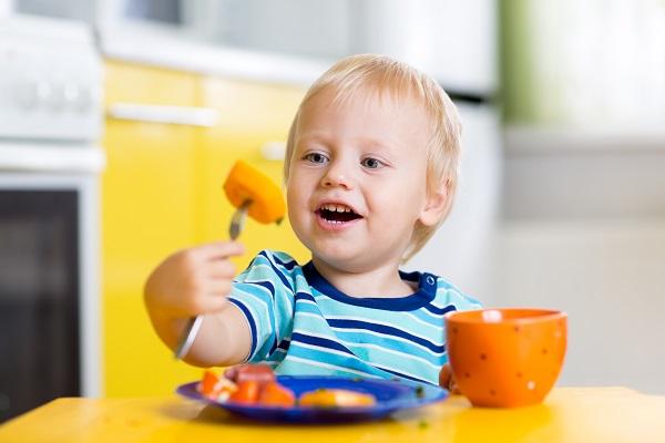 Коли мама з татом віддають малечу у садок, їх цікавить все: чим займається їх дитина протягом дня, що вона їсть, що п'є? А головне, чи буде з апетитом