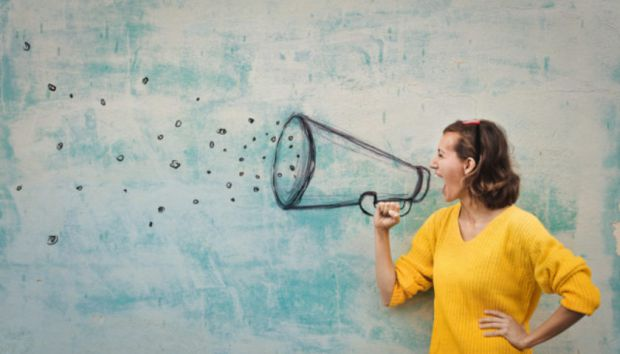 Вчені довели, що після пологів у жінки змінюється голос.