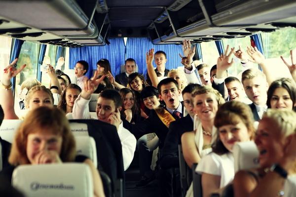 Як тільки закінчиться карантин, школярі дев'ятих і одинадцятих класів повернуться за шкільні парти, щоб здати іспити і відіграти випускний вечір.