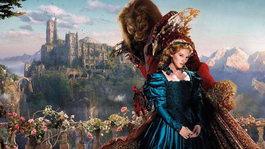 Донька купця, смілива і відважна Белль, відправляється в замок чудовиська, щоб врятувати життя свого батька. Опинившись в замку, Белль потрапляє в пот