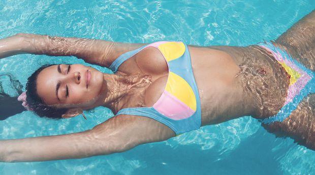 Бразильська модель Софія Ресінг спільно з аргентинським дизайнером Мері Ракаучі випустила колекцію пляжного одягу Mery Playa by Sofia Resing. Про це п