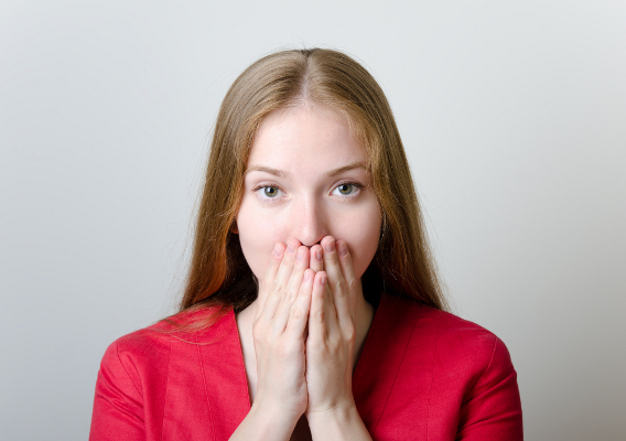 Позбавити дискомфорту через неприємний запах з рота можуть народні засоби, а точніше - трав'яні настої та відвари, якими потрібно полоскати рот.