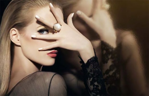 Краса вимагає жертв, і з віком все більших і більших. Втім, є ряд легких правил, дотримання яких гарантує жінці більш молодий і привабливий вигляд.