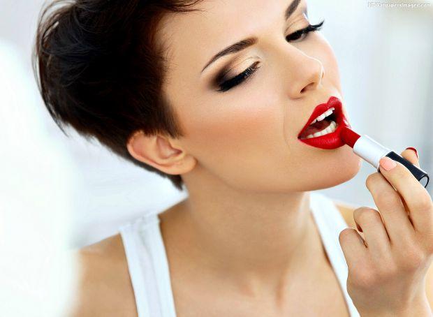 9737_girl-red-lipstick-images.jpg (29.36 Kb)