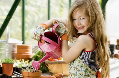 Спочатку батьки хочуть у всьому допомагати своїй малечі, а потім дивуються, чому вона росте такою несамостійною. Аби дитина вміла приймати власні ріше
