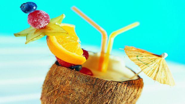 Фруктовий коктейль знизить прояви алергії.Даний засіб виходить у вигляді лікарського соку - суміші ананаса, лимона, яблука та імбиру.