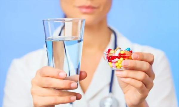 Які ліки не варто змішувати з алкоголем, і яких наслідків в іншому випадку очікувати?