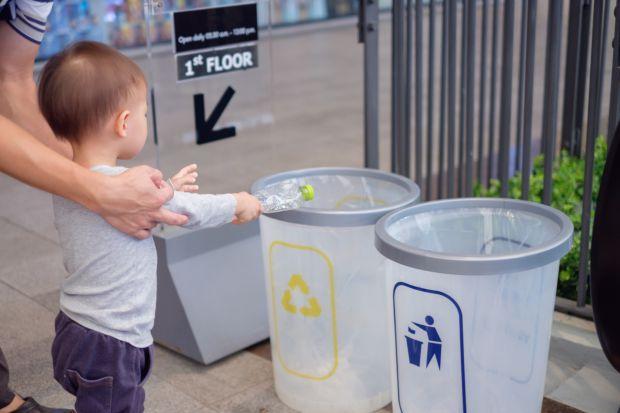 Правила етикету для дітей - це основні правила, норми і ази поведінки, яким батьки повинні навчити дитину завчасно. Адже від того, наскільки малюк вих