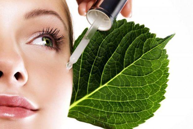 Фахівці стверджують, що навіть дуже дорогі косметичні засоби можуть чинити негативний вплив на здоров'я.