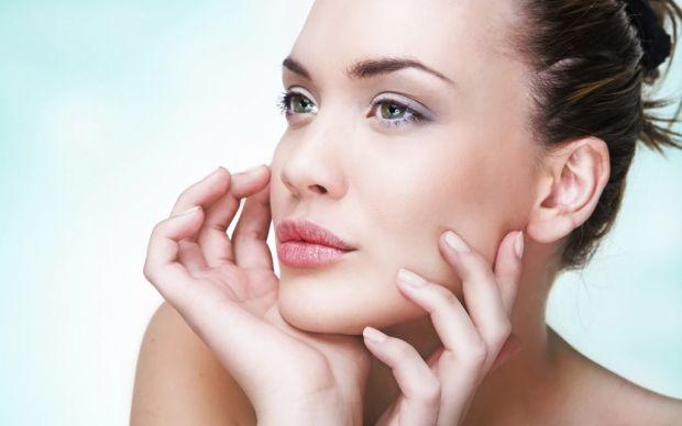 Часто жінки недооцінюють значення правильного демакіяжу для стану шкіри свого обличчя. Пам'ятаєте, що кажуть косметологи, - одна ніч з макіяжем - і вв