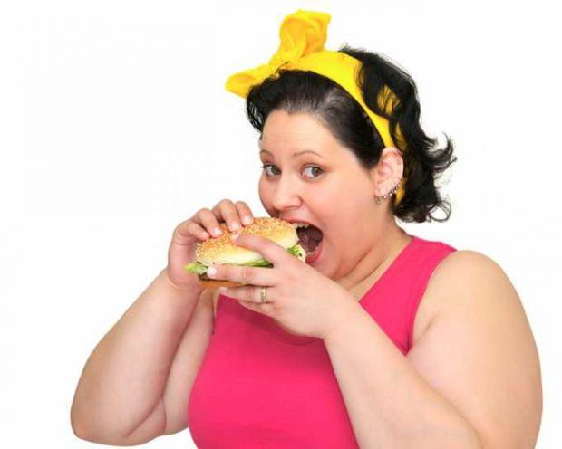 Причинами розвитку ожиріння може бути не тільки генетична схильність, а й затяжні депресії, нескінченні стреси на роботі, неправильне харчування, харч
