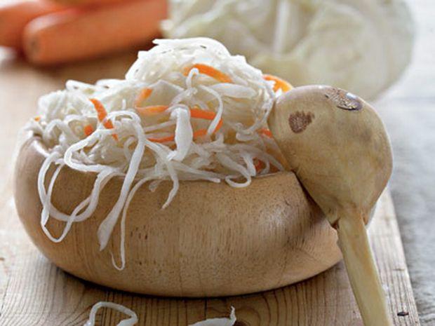 У зимово-весняний період обов'язково потрібно їсти квашену капусту, чому - читайте далі.