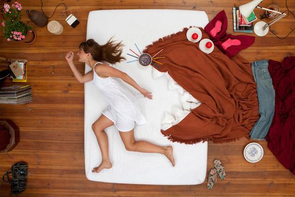 Медики разом із вченими з Університету Південної Кароліни вивчили вплив сну на психіку 210 людей. Виявилось, що жінки, котрі регулярно не висипаються,