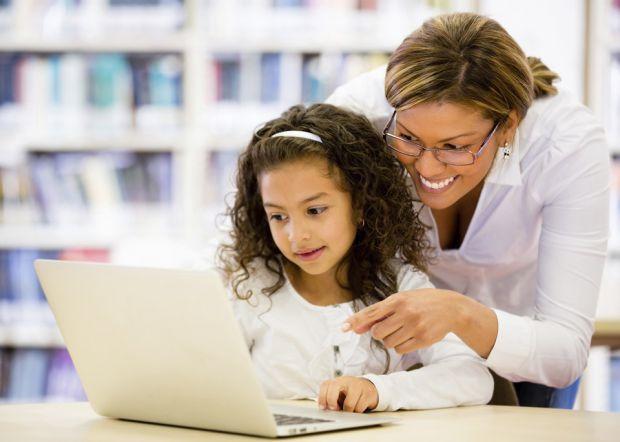 Соціальні мережі - це доросле середовище, яке не пристосоване для маленьких дітей. У більшості з них є вікові обмеження, намагайтеся їх дотримуватися.