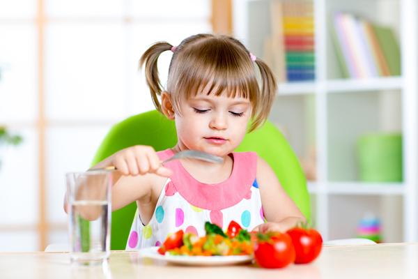 Ви всерйоз намірилися зробити з дитини прихильника рослинної їжі. Ваші дії?