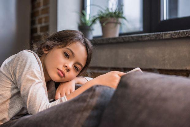 Данська психолог Ібен Сандал стверджує, що дитяча нудьга розвиває в них самостійність і закликає батьків не намагатися зайняти кожну вільну хвилину ма