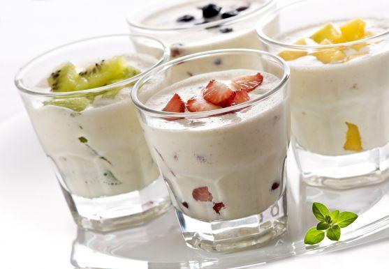 Педіатри вважають, що від простудних захворювань дітей захистить йогурт.