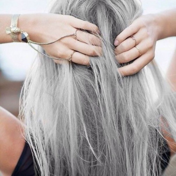 У всіх рано чи пізно з'являються сиве волосся. Напевно, ви знаєте людей, які стали сивими вже в молодості, і лікарі не змогли пояснити, чому так стало