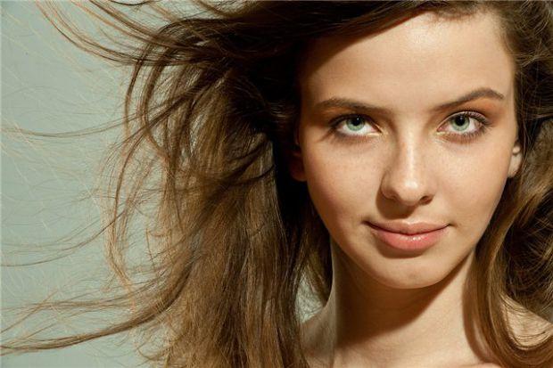 Якщо вас почала сильно турбувати проблема випадіння волосся,краще відвідати трихолога. Саме кваліфікований лікар зможе точно визначити причину хвороби