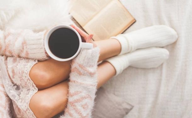 Вагітним буває дуже складно відмовитися від улюблених звичок. Наприклад, пара чашок кави в день. Цей напій хоч і бадьорить, але майбутній мамі протипо