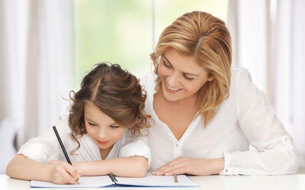 Чи потрібно школярам допомагати у вирішенні домашнього завдання, і як це правильно робити - читайте далі.
