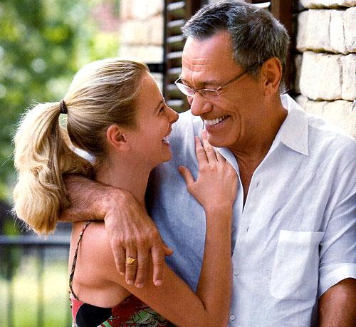 Які недоліки можуть спіткати у відносинах, якщо чоловік старший за вас на 10-15 років - читайте далі.