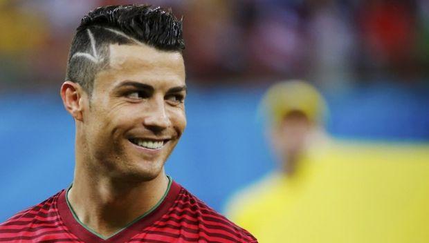 9967_get-your-cristiano-ronaldo-hairstyle-www_7ganj_ir.jpg (23.14 Kb)