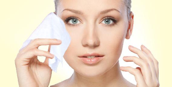 У день жінці потрібно не один засіб для нанесення і зняття макіяжу. У цей набір входять не тільки лосьйони і креми, а й ватяні диски, ціна яких аналог