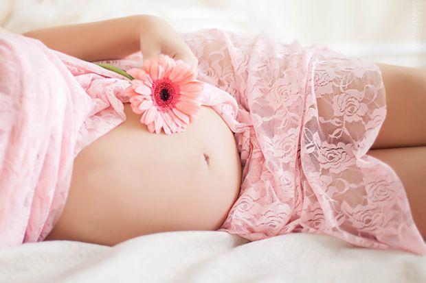 Багато жінок в період вагітності чують, що їм заборонено робити ті чи інші речі, тому у них виникає почуття страху, причому не тільки за себе, а й за