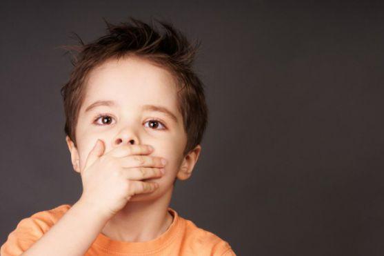 У яких випадках проблеми з травленням у дітей вимагають звернутися до лікаря.