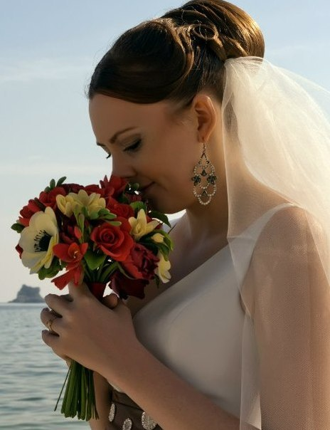 Останнім часом дуже часто наречені обирають для свого весілля букети з полімерної глини. Дівчата не хочуть аби до кінця весілля їх букети виглядали не