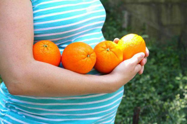 Виявляється, організм майбутньої мами заявляє про брак вітамінів бажанням їсти чимбільш цитрусових - мандарини, помело і апельсини містять багато віта
