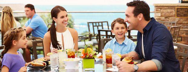 То, что отличает посещение ресторанов и кафе от доставки блюд на дом – это особый антураж и обслуживание. А сделать подачу заказа особенной помогают р