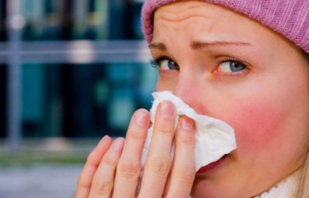 Холодова алергія - це підвищена чутливість організму до низьких температур. З тих чи інших причин організм починає сприймати їх як якийсь алерген і ви