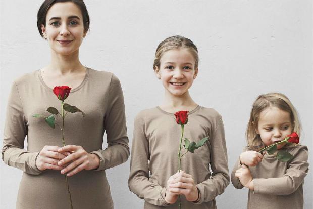 Читайте далі, щоб дізнатися, коли відзначають День матері в Україні в 2017 році.
