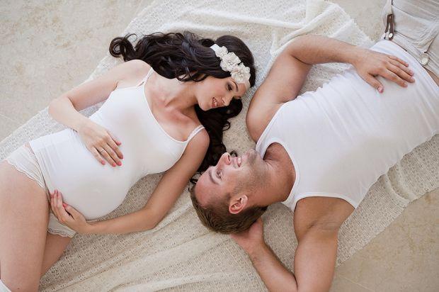 Чоловікам важко змиритися зі змінами у поведінці й у характері коханої дружини. А їй так потрібні  любов і турбота! Саме тому чоловікові потрібно бути